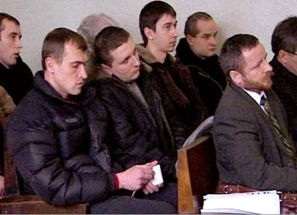 Голубов трей справа, на суде